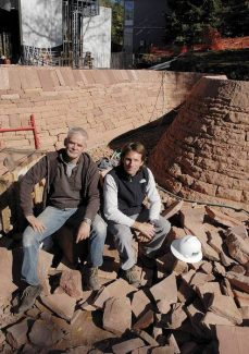Artist Andy Goldsworthy, left, and Aspen architect Jeff Berkus at the construction site of the Aspen Institute's new Doerr/Hosier Center, which features Goldsworthy's red sandstone wall. (Mark Fox/Aspen Times Weekly)