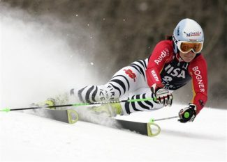 ** CORRECTS BYLINE **Germany's Kathrin Hoelzl skis the women's World Cup Giant Slalom on her way to the best time in the first run on Saturday, Nov. 28, 2009, in Aspen, Colo.  (AP Photo/Nathan Bilow)