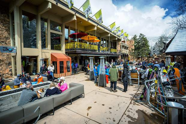 A crowd gathers at Sky Hotel for Aspen Mountain closing day.