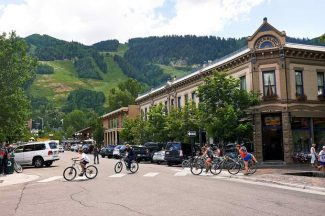 A group of bikers mount their bikes and cross the street from the Hyman mall Thursday afternoon. Although Aspen averages less than ten cyclist traffic accidents a year, the increasing number of close calls between cars and bikes provided the motivation to hold an Aspen Bike Safety Awareness Week on Aug. 4-8.