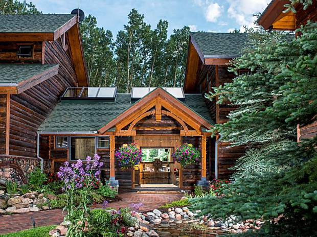 Aspen real estate video surges with melanie griffith s for Celebrity homes in aspen