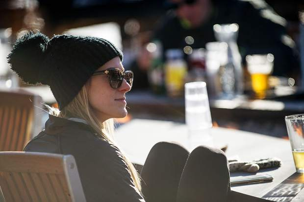 Mel Stout enjoys an apres ski beer at the Base Camp Bar and Grill in Snowmass on Thursday.