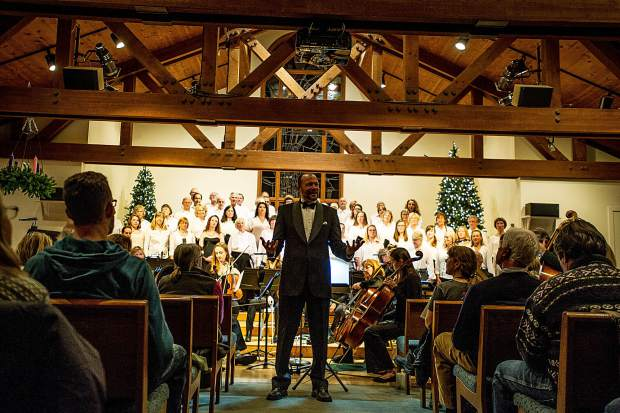 Director Paul Dankers speaking before the Messiah choral performance at the Snowmass Chapel on Saturday, December 10.