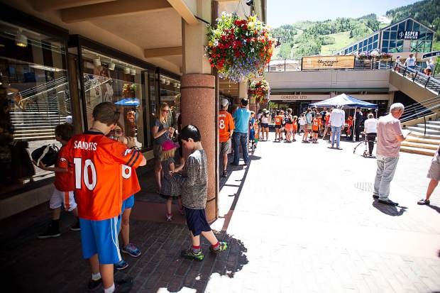 The line Saturday in the gondola plaza in Aspen for Bronco player signatures.