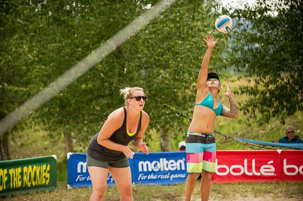 Jenny Li serves the volleyball in the women's league of the doubles sand volleyball tournament on Saturday.