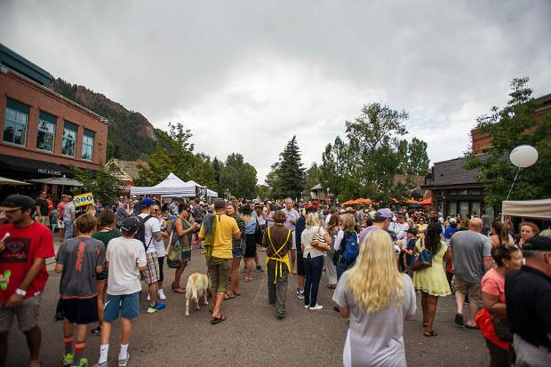 The crowd for the 7th Annual Mac and Cheese Festival held on