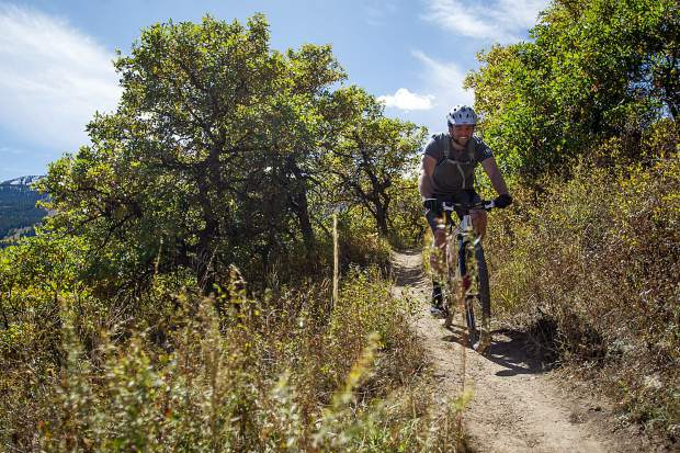 Travis Elliot mountain biking on the Rim Trail in Snowmass on September 26, 2017. After May 15, The North Rim Trail and Sky Mountain Park also will open for bikers.