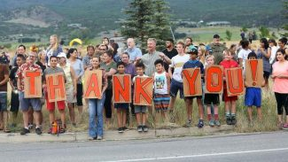 Hundreds of grateful midvalley residents show their support for firefighters