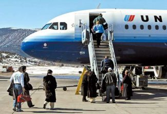 Business Monday: Not quite a free fall, but United fares between Aspen and Denver dropping