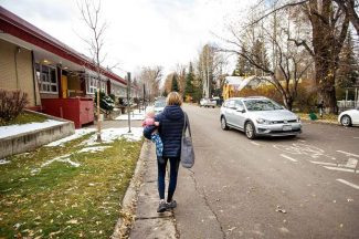 Mother to Aspen officials: Give us a safe sidewalk to get to school, library