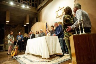 Aspen crosses religious aisles to remember Pittsburgh