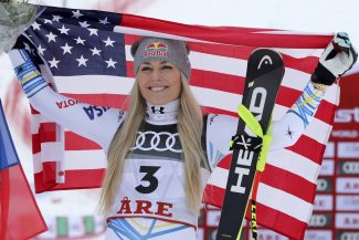 Lindsey Vonn wins bronze medal at worlds in final race of storied career