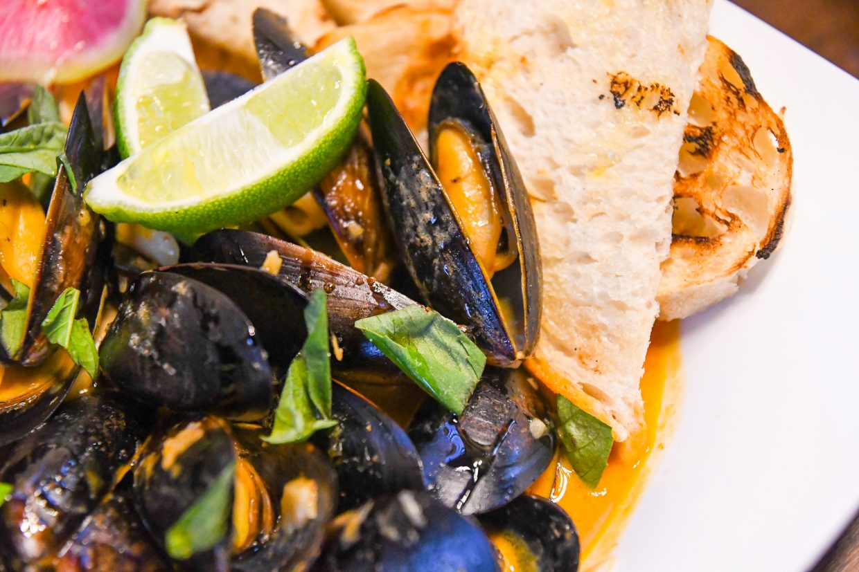 Mussels with Thai red curry broth
