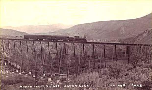 A locomotive crossing the Maroon Creek Bridge.