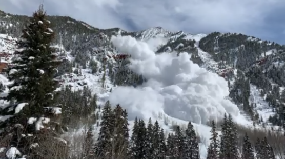 Aspen local's video captures Loge Bowl avalanche, gets engulfed in snow cloud