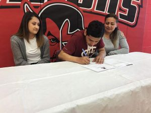 Glenwood's  Leo Mireles signs with Colorado Mesa University for soccer