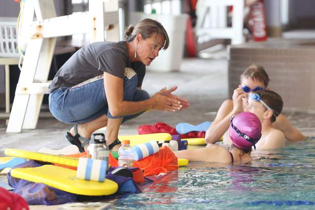 Aspen Swim Club coach Becky Jager gives instructions during practice on April 5, 2019, at the Aspen Recreation Center pool. (Photo by Austin Colbert/The Aspen Times).