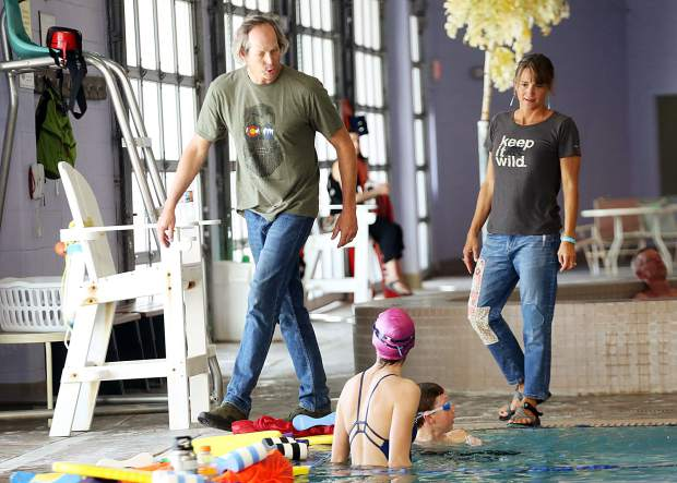 Aspen Swim Club coaches Tom Jager and Becky Jager talk to swimmers during practice on April 5, 2019, at the Aspen Recreation Center pool. (Photo by Austin Colbert/The Aspen Times).