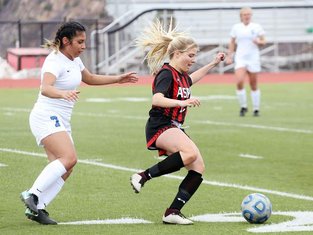 Aspen High School senior Ellie Oates controls the ball in the girls soccer game against Coal Ridge on Tuesday, April 16, 2019, on the AHS turf. The Skiers rolled to a 7-0 win to remain perfect since spring break. (photo by Austin Colbert/The Aspen Times).