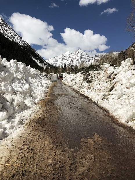 Pitkin County equipment operator Dustin Wright makes significant progress Tuesday digging a path through a massive avalanche slide toward the Maroon Bells.