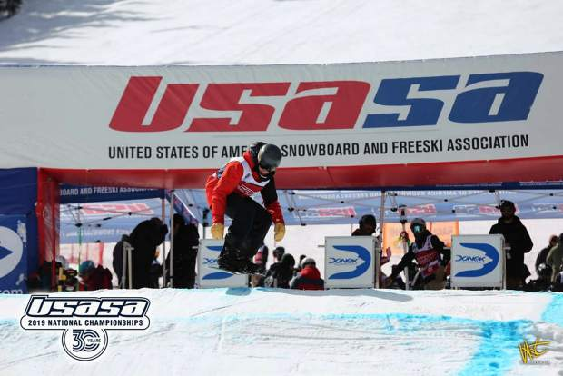 Sean Connelly competes in snowboardcross.