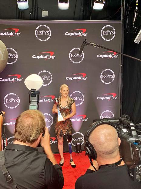 Kirstie Ennis on the red carpet with the Pat Tillman award at the 2019 ESPYs in Los Angeles Wednesday.