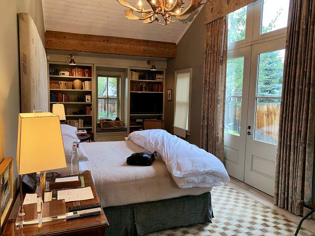Request the Rainbow Room at Sopris House for French doors that open onto a beautiful lawn as well as your very own shortcut to the hot tub, sauna, and cold pool.