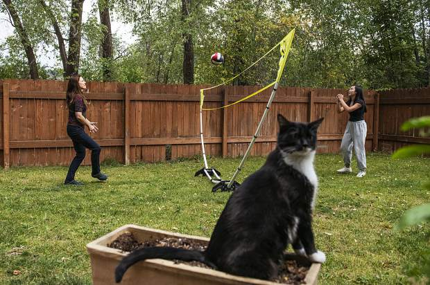 Karen Locke, left, and her daughter, Kira, play volleyball in the backyard of their home in Basalt on Friday, Sept. 27, 2019. (Kelsey Brunner/The Aspen Times)