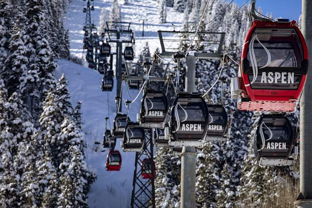 The Silver Queen Gondola fires up in March 2019 for a day at the ski area. Aspen-Snowmass is one of the destinations that will be visited by a Ski.com team.