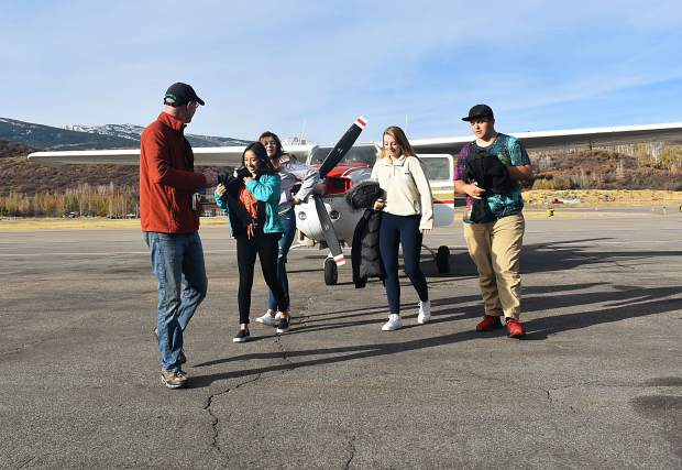 EcoFlight pilot Gary Kraft leads Basalt High School students Ximena Garcia, Daniela Nunez, Lily Wood and Zach Gibson to the Aspen terminal after taking them on a flight over the Roaring Fork Valley on Wednesday, Oct. 16.