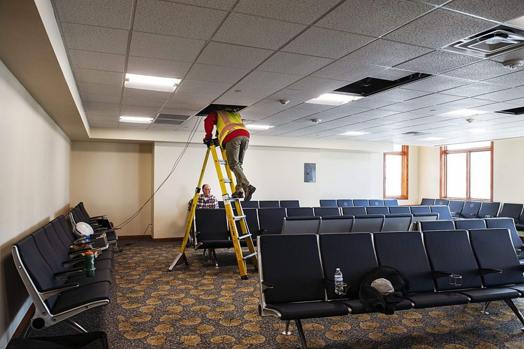 A day after the newly renovated terminal was completed, a couple more fixes remain in the added passenger space in the Aspen/Pitkin County Airport on Wednesday, December 18, 2019. (Kelsey Brunner/The Aspen Times)