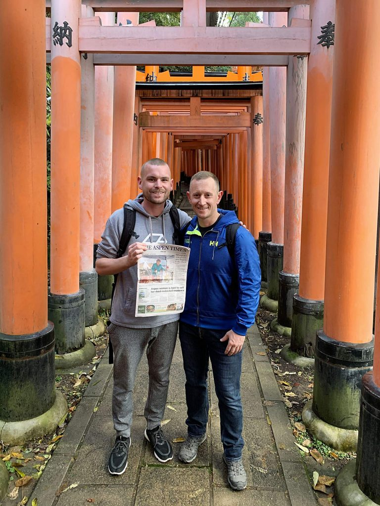 Frankie McKinnon (left) and Lou Eppelsheimer stayed current with Aspen news during their recent visit to Kyoto, Japan.