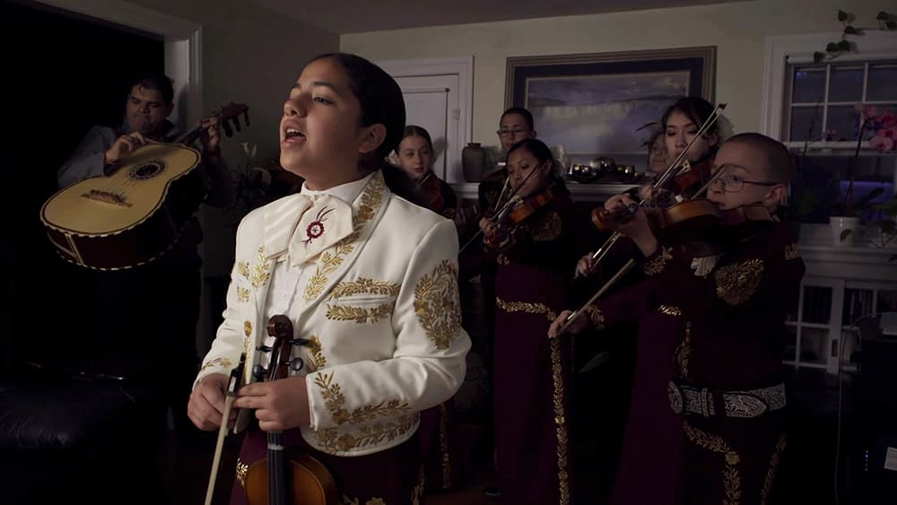 Musicians serenading mothers in Día de la Madre, co-directed by Ashley Brandon and Dennis Hohne.