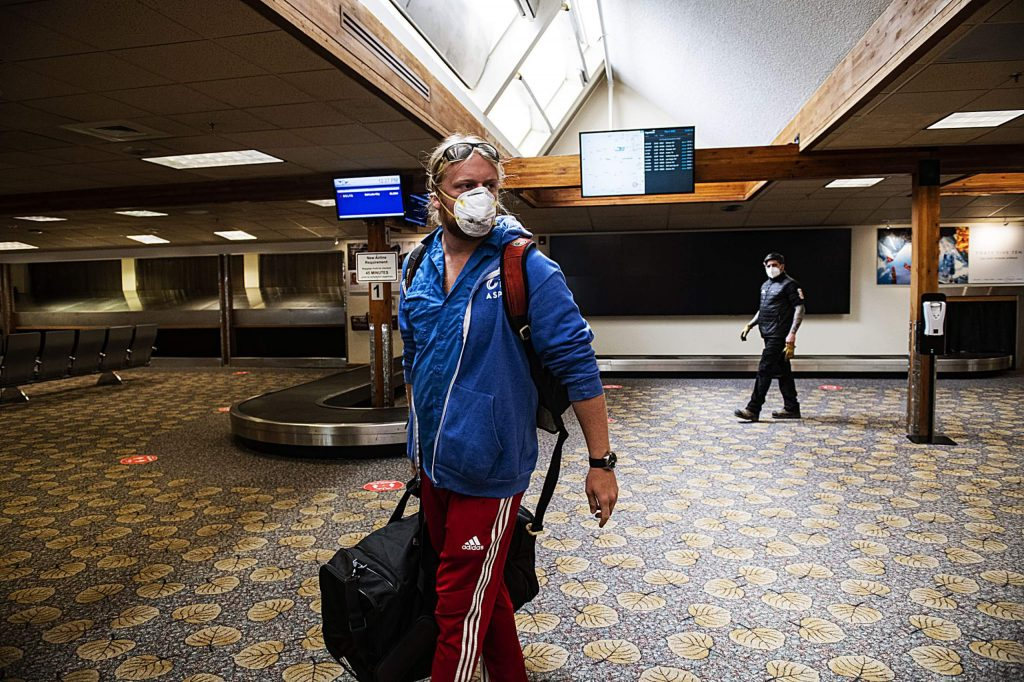 Samuel Rittgers carries his bag out of the Aspen/Pitkin County Airport after flying back to town from Florida on Friday, May 1, 2020. Rittgers left Aspen on March 16th and has been quarantined in his hometown in Florida for the past month and a half. (Kelsey Brunner/The Aspen Times)