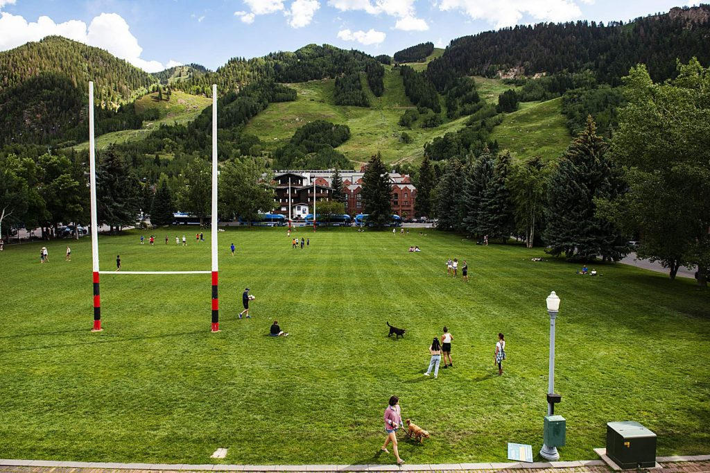 A majority of Aspen City Council prefers a mandatory mask zone to slow the spread of COVID--19 that includes parks downtown and the Mill Street corridor . (Kelsey Brunner/The Aspen Times)