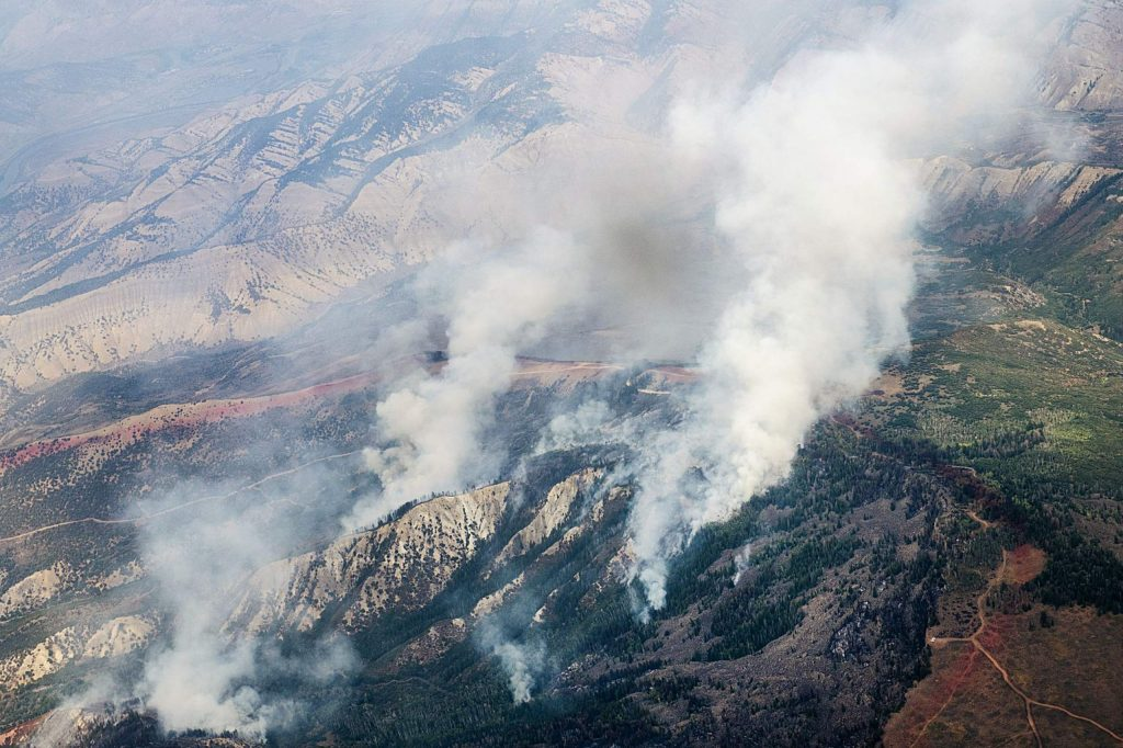 A slurry line wraps around billowing smoke from the Grizzly Creek Fire on Monday, August 24, 2020. (Kelsey Brunner/The Aspen Times)