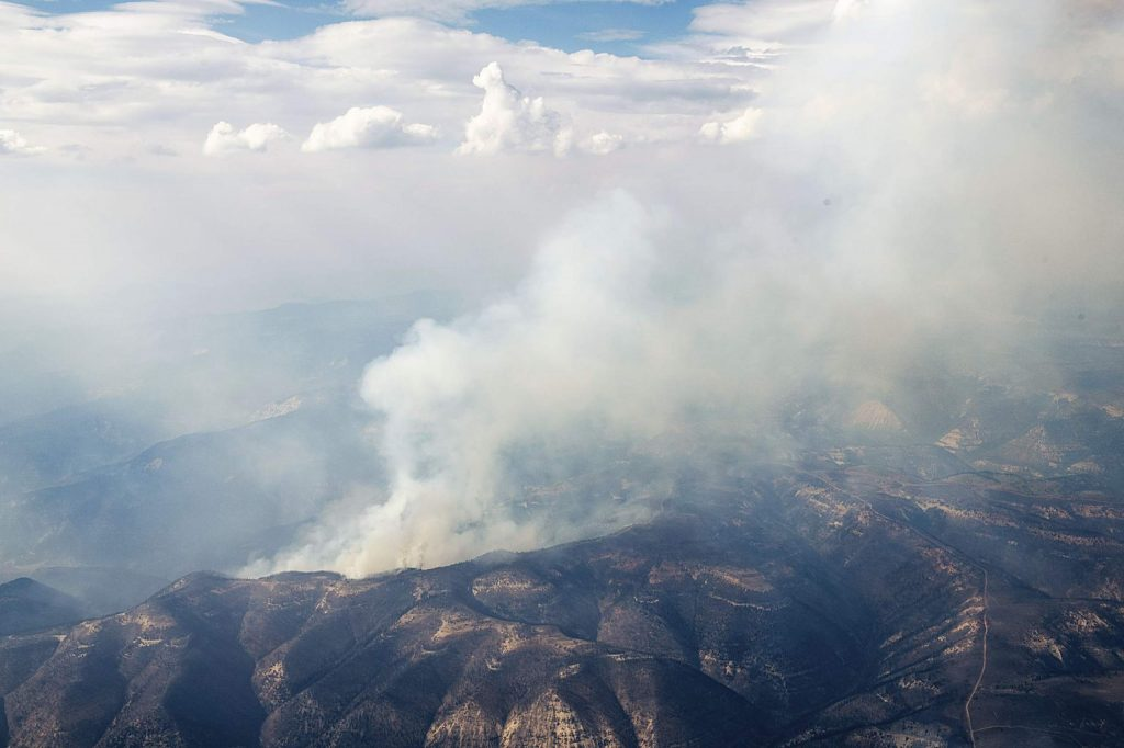 The Pine Gulch Fire burns on Monday, August 24, 2020. (Kelsey Brunner/The Aspen Times)