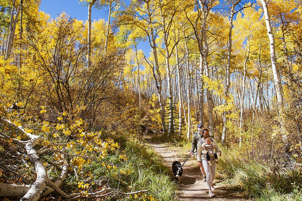 A family walks on Tom Blake trail in Snowmass on Tuesday. (Kelsey Brunner/The Aspen Times)