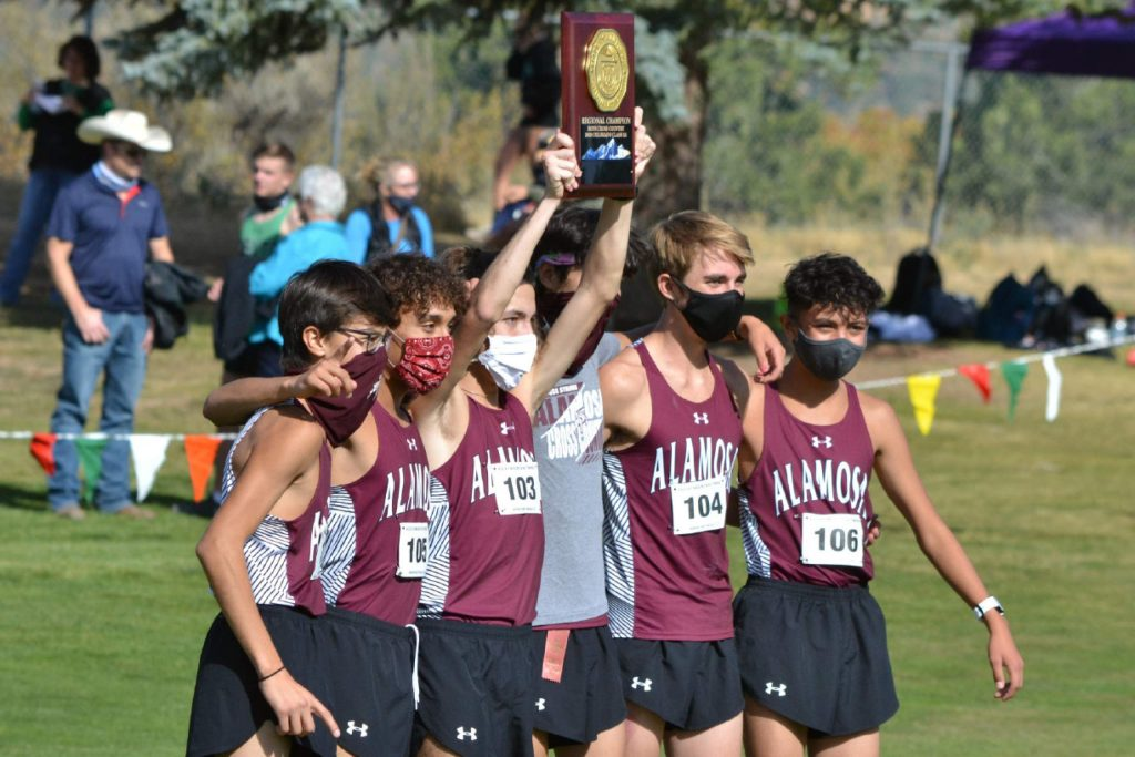 Alamosa celebrates after winning the Class 3A, Region 1 race on Friday, Oct. 9, 2020, at Hillcrest Golf Club in Durango. (Joel Priest/Courtesy of the Durango Herald)