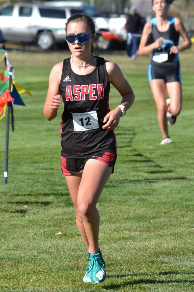 Aspen High School Elsie Weiss competes in the Class 3A, Region 1 race on Friday, Oct. 9, 2020, at Hillcrest Golf Club in Durango. (Joel Priest/Courtesy of the Durango Herald)