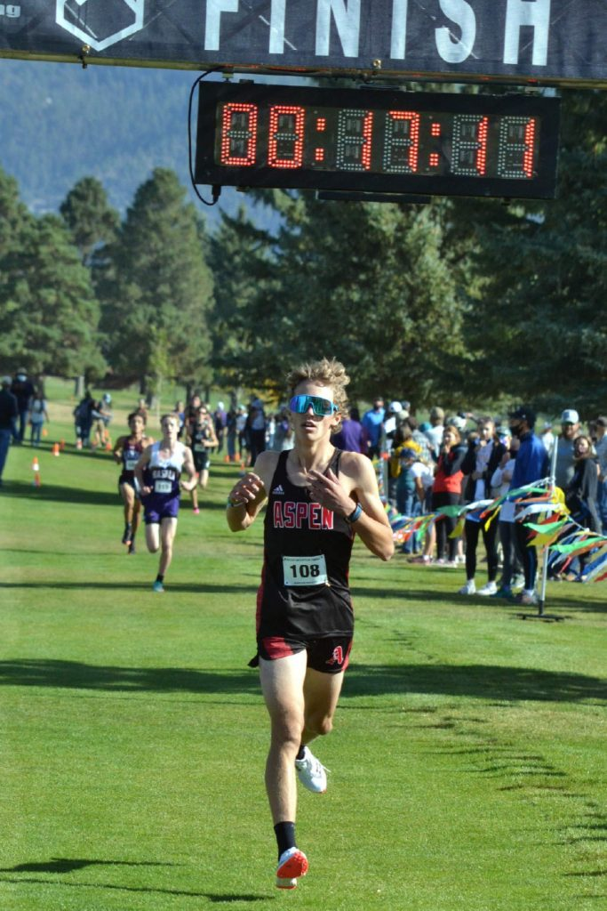 Aspen High School senior Christian Kelly competes in the Class 3A, Region 1 race on Friday, Oct. 9, 2020, at Hillcrest Golf Club in Durango. (Joel Priest/Courtesy of the Durango Herald)
